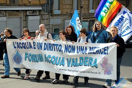 Risultati immagini per manifestazione acqua pubblica 2011